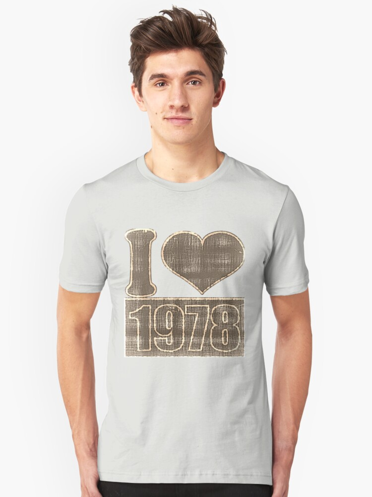 I heart 1978 Vintage T-Shirt by Nhan Ngo