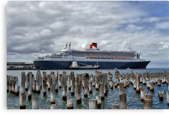 Queen Mary 2 by Steven  Agius