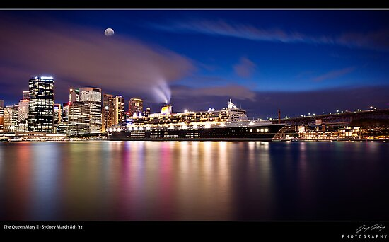 The Queen Mary ll by JayDaley
