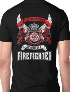 NEVER UNDERESTIMATE THE POWER OF A FIREFIGHTER Unisex T-Shirt
