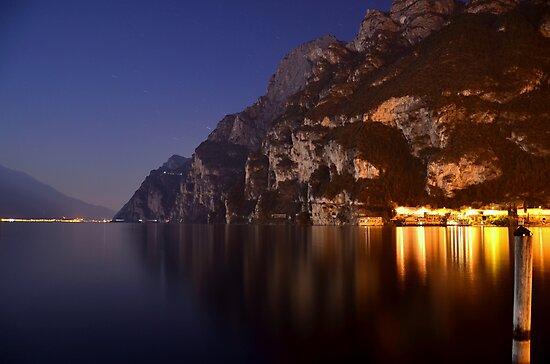 Il lago di notte by Martina Fagan