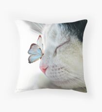 BUTTERFLY SAT ON A SLEEPING CAT NOSE  Throw Pillow