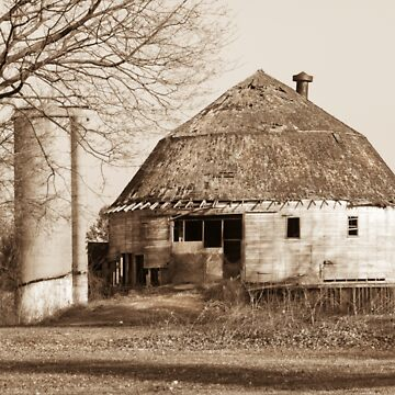 The Dougan Round Barn in Beloit, Wisconsin by OutdoorAddix