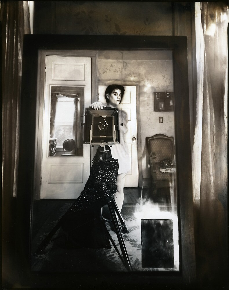 Mirror between two windows by laurensimonutti