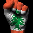 Flagge des Libanon auf einer angehobenen geballten Faust von jeff bartels