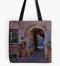 Courtyard Galeries Tote Bag