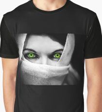 """ Piercing Eyes "" Graphic T-Shirt"