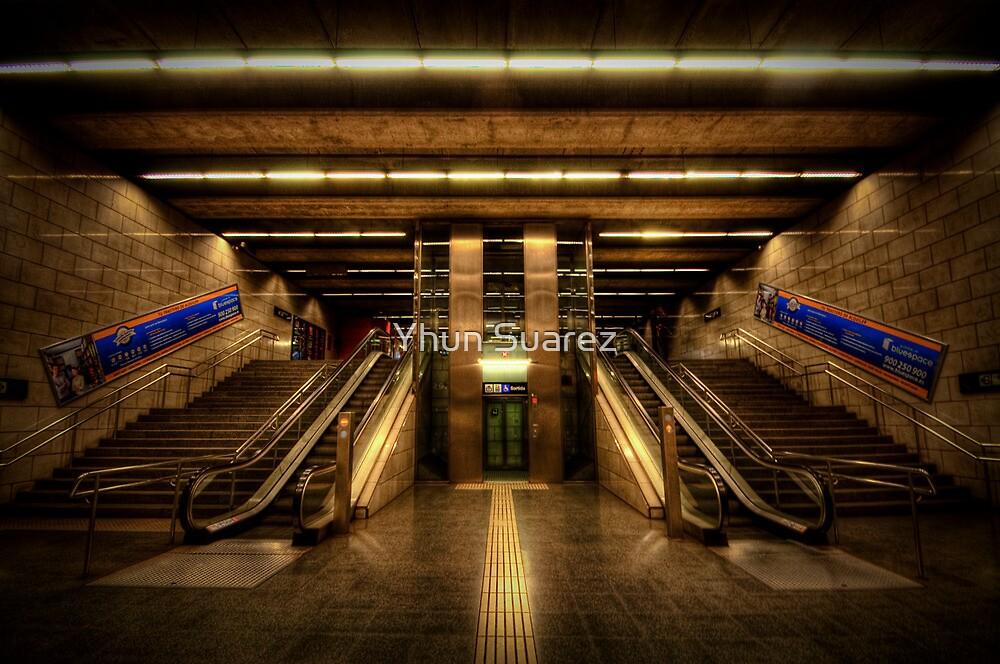 Metro Underground: Passeig de Gracia by Yhun Suarez
