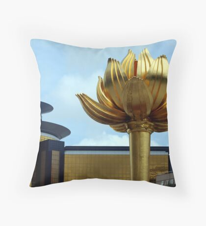 praca do lotus Throw Pillow