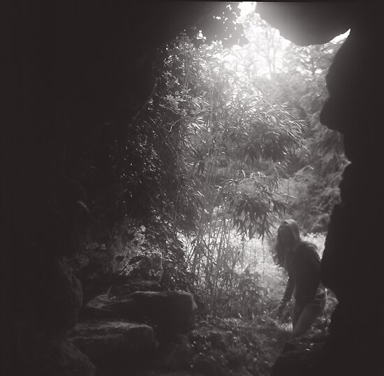 Dark Cave by valerielb
