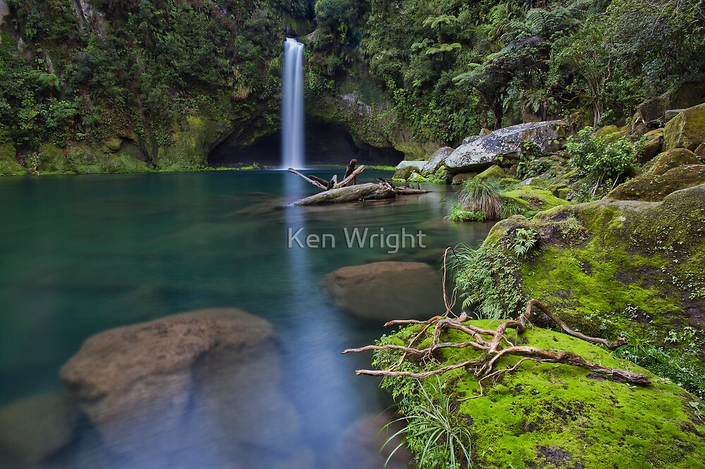 Omanawa Hidden Depths by Ken Wright