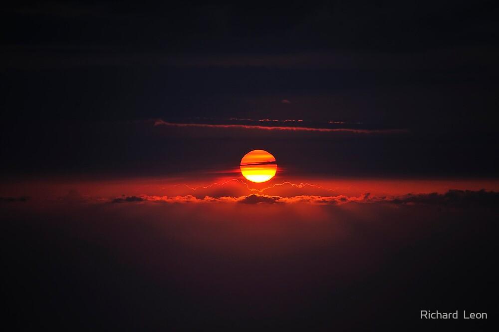 Mauna Kea Sunset by Richard  Leon