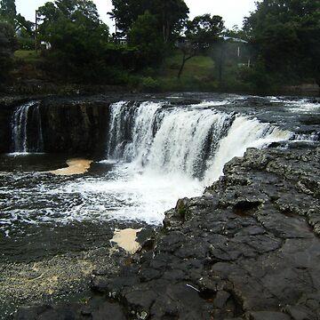 Haruru Falls by cadellin