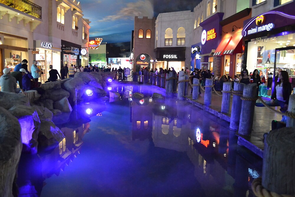 Inside planet Hollywood. by Anthony Keevers