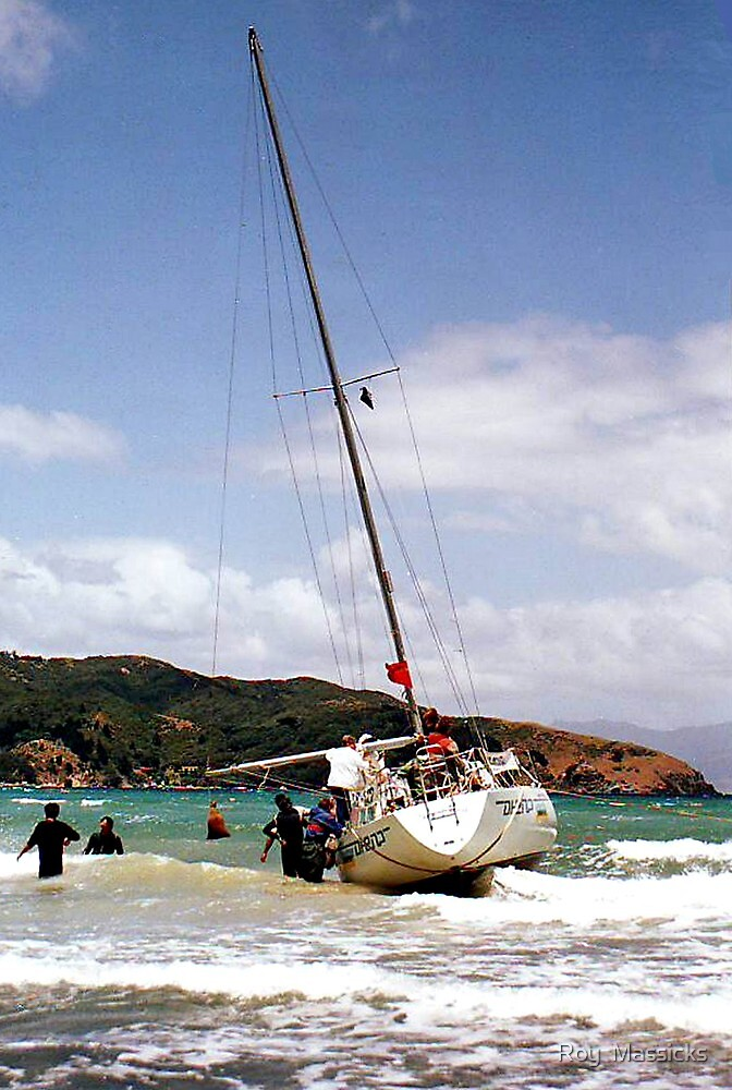 Aground, Great Barrier Island - Part 2. ..........! by Roy  Massicks