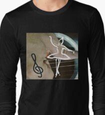 A Bailarina do Sótão - Balance on the ropes T-Shirt