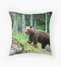 Wild brown bear Throw Pillow