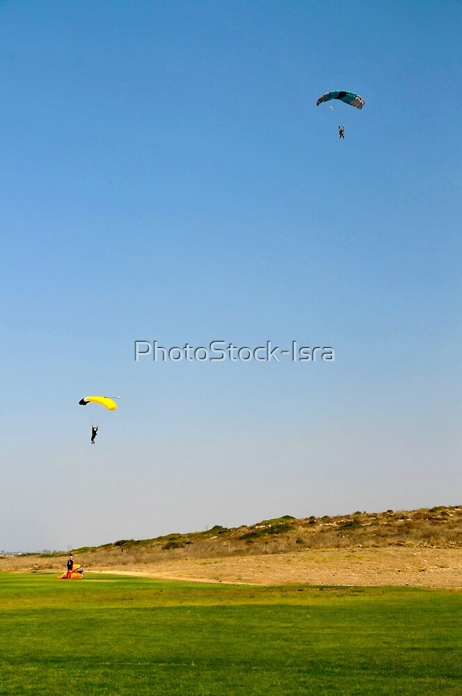 Paragliding during the jump by PhotoStock-Isra
