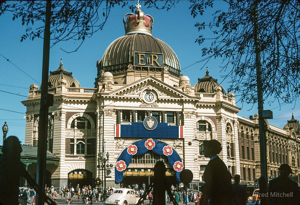 Flinders st Station 19540500 0000 by Fred Mitchell
