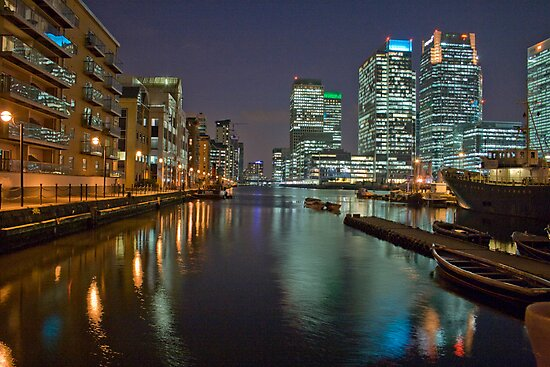 Canary Wharf by Night by LeeBaillie