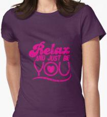 Relax and just be you distressed version Womens Fitted T-Shirt