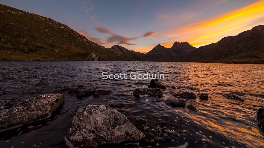 Sunset. Cradle Mountain, Tasmania. by Scott Godwin