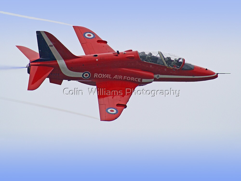 Red Arrows Singleton - Farnborough by Colin  Williams Photography