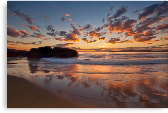 Main Beach - South West Rocks by Malcolm Katon