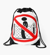 Don't wizz on the electric fence Drawstring Bag