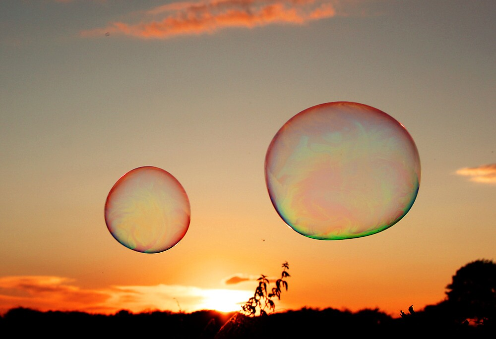 BACK ON THE BUBBLE by leonie7