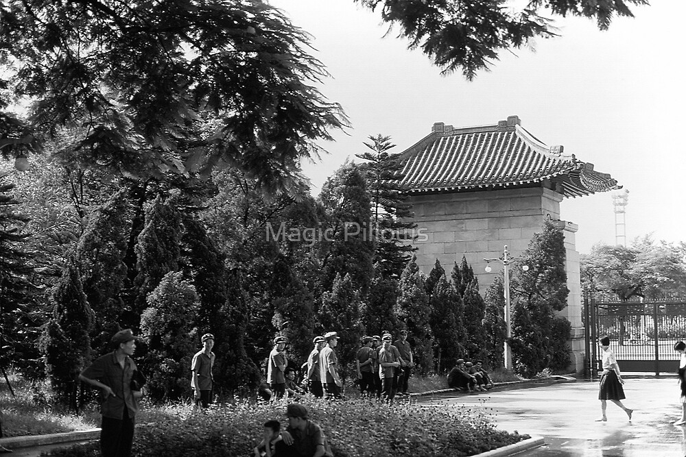 BW China Canton martyrs parc 1970s by blackwhitephoto