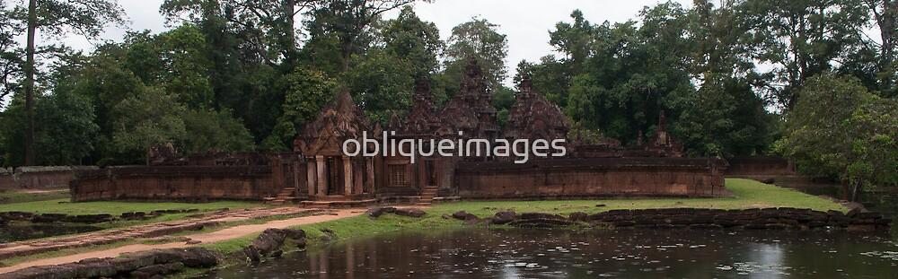 Banteay Srei by obliqueimages