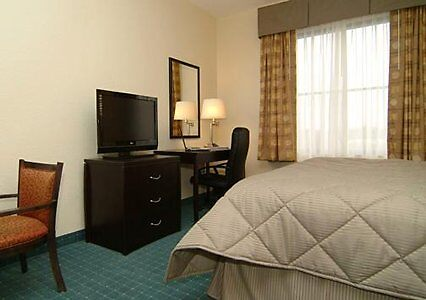 Quality inn and suites hotel Clearwater Convention Center by hotelreservatio