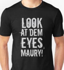look at dem eyes, maury! T-Shirt