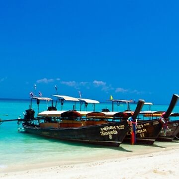 Phi Phi Island by shaun965