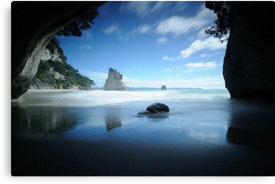 Cathedral Cove by Simone Kelly