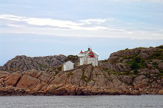 Little Lighthouse by globeboater