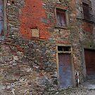 Castiglion Fibocchi - quirky wall by newbeltane