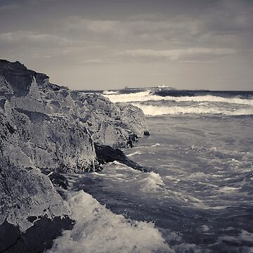 waves crashing against rocks by PhillipShannon