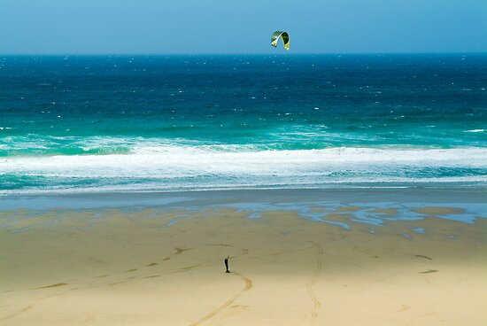 Kiteboarding in Cornwall. by Flo Smith