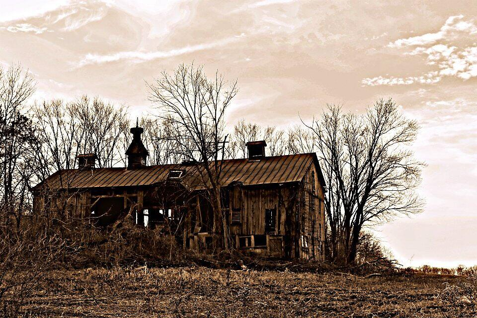 Barns tell stories of the past  by Carly  Stine
