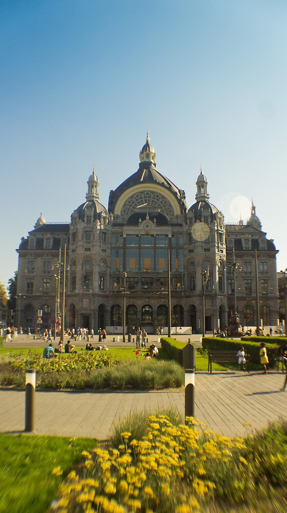 Summer at Antwerp Station by misterhan