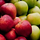 Red and Green Apples  by Kuzeytac
