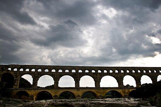 Une Tempête Approche au Pont du Gard by Caylena Cahill
