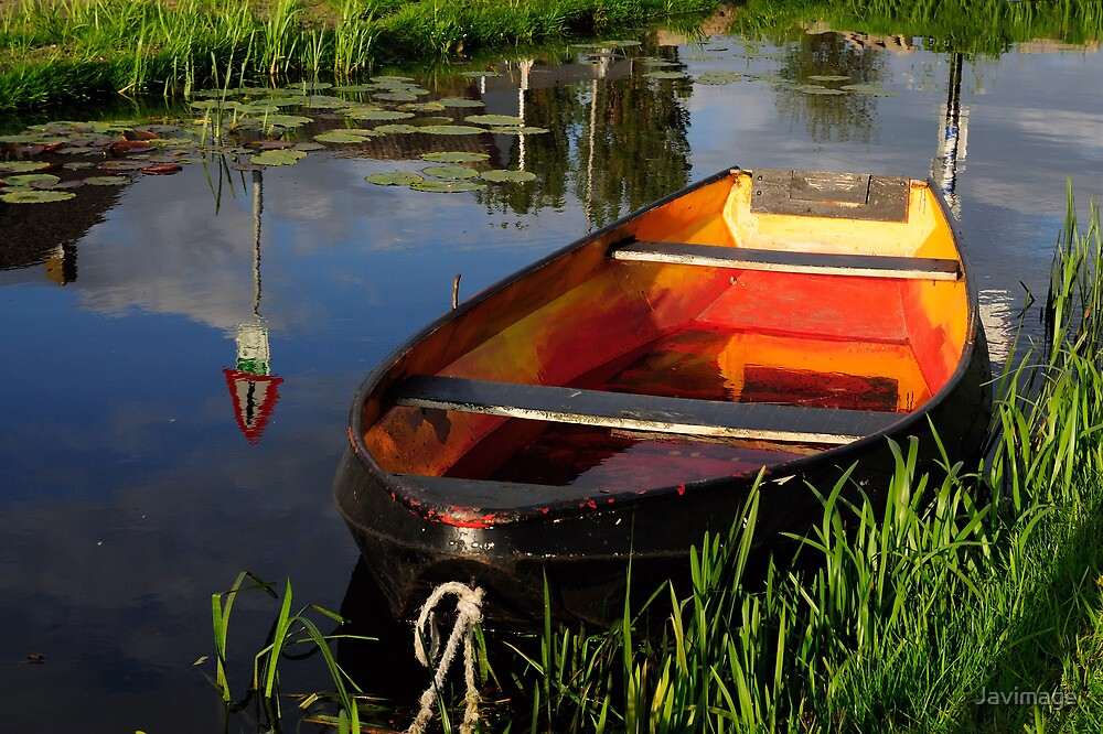 Rowing boat in full color by Javimage