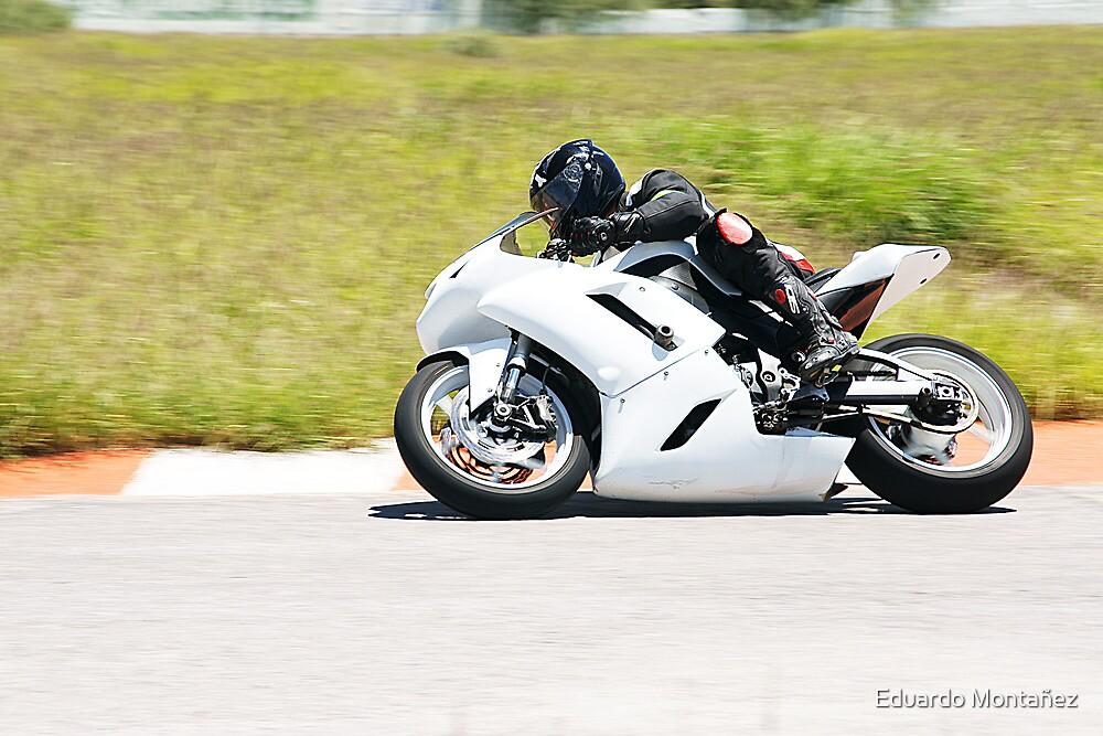 White superbike by Eduardo Montañez