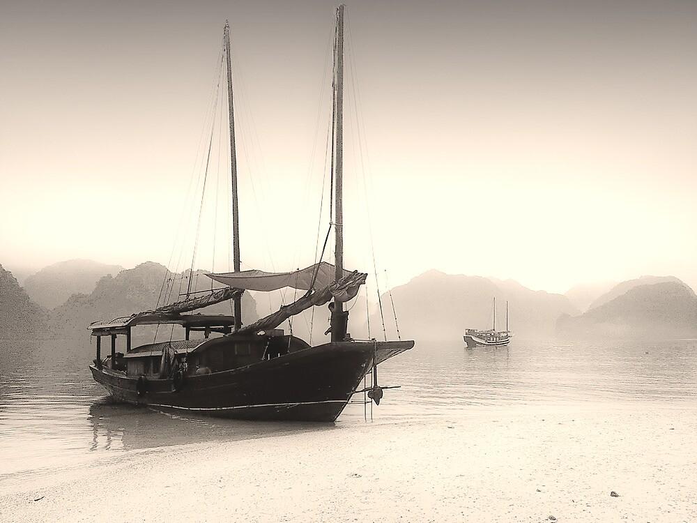 Halong quietude by Photonik