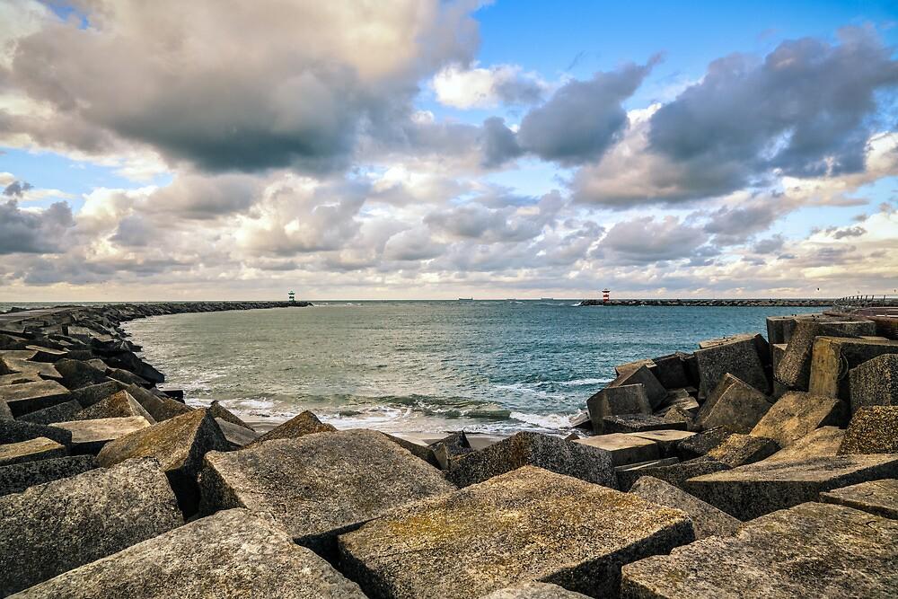 De Havenhoofden van Scheveningen by Chopen