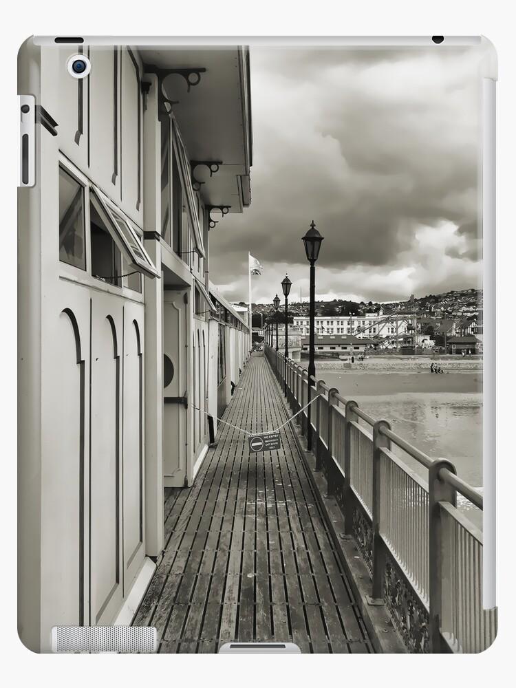 Paignton Pier - ipad by DARREL NEAVES