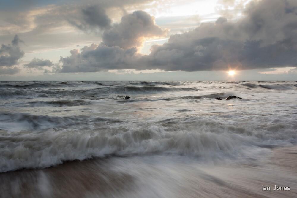 High tide mayhem  by Ian  Jones